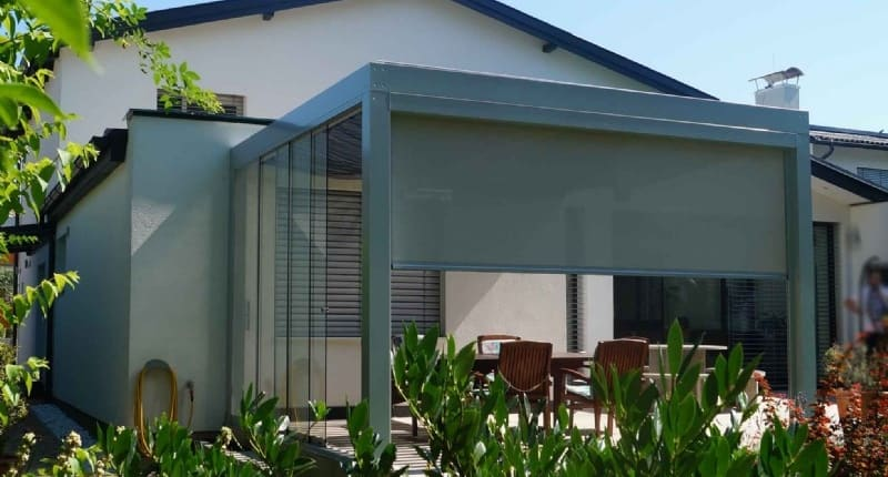 Terrassendach mit Senkrechtmarkise